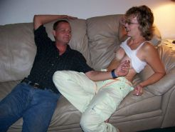 Amateur slut wife Baby Ruthie fucks a guy on the couch