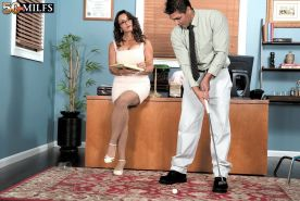 Mature woman the boss fucked in office