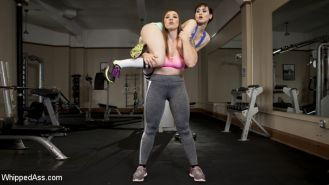 Personal Training Session turned hot kinky lesbian gym sex! Lift and carry, span