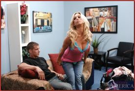 Hot mom Amber Lynn licking and screwing college cock