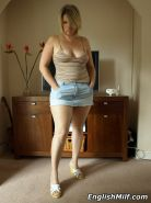 Dirty voluptuous housewife in tan nylons shows off her juicy cun