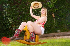 SIRI STRIPS OFF HER COWGIRL COSTUME AND SHOWS HER COUNTRY CUNT