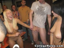 Drunk college students party naked and share cocks