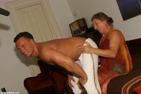 Older housewife gets banged