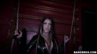 Dominatrix Brook Ultra demands a cock