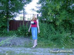 Chubby teen peeing outdoor