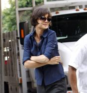 Celebrity sweet actress Katie Holmes pokes through bra