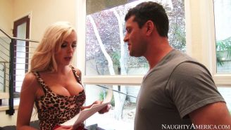 Curvy cougar Nina Elle loves fresh meat