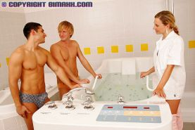 Bathtime fun turns into a hot MMF hardcore fucking 3 way