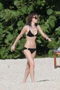 Emma Watson cute in bikini being caught with boyfriend