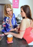 Paige Turnah seduces a hot lesbian in the kitchen