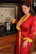 Horny mature beauty gets naughty in the kitchen