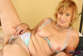 Mature Women Shows Her Experience And Secrets Of Gagging