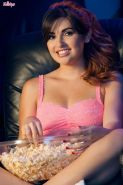 Natasha Malkova masturbates while eating some popcorn