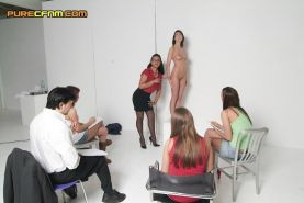 Students use man as a naked model