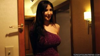 Classy escort Diana Prince pleasing her new client