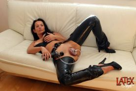 Latex Angel pumping her pussy with a vacuum