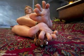Exotic Goddess Lea Lexis demands extremely foot worship!
