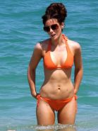 Kate Beckinsale looking extra sexy in bikini paparazzi shoots