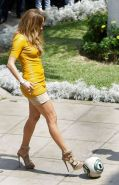 Jennifer Lopez exposing her great legs and sexy ass in yellow mini skirt
