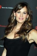 Jennifer Garner showing cleavage at the  2nd annual Save the Children Illuminati