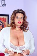 XL MILF Maria Moore exposed