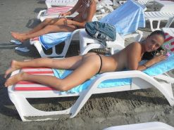 Nudist beach brings the best out of two hot girls