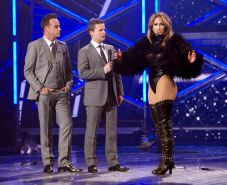 Jennifer Lopez wears the thigh high boots  a black leotard while performing at B