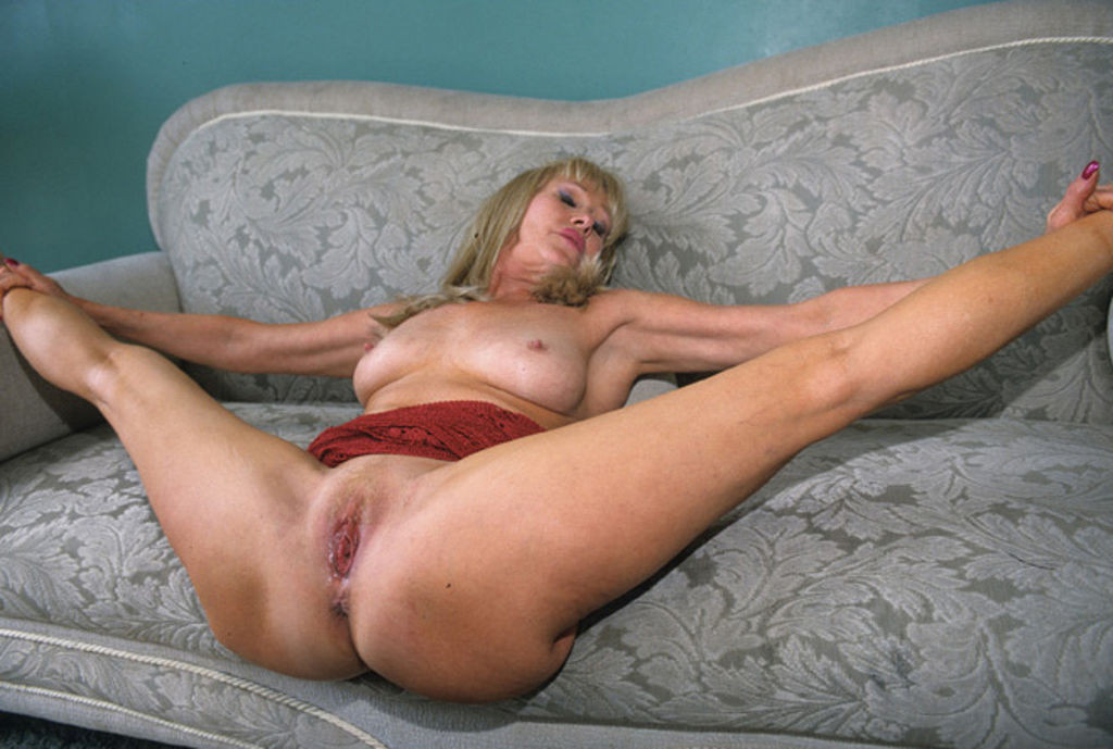 Attractive Naked Mature Fuck Images