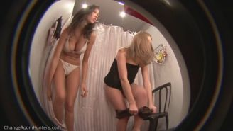 Hidden camera filmed a sexy chick in the fitting room