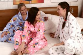 Sleepover friends have first lesbian orgasms