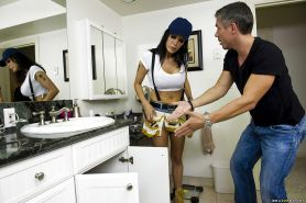 Slutty juggy plumber gets her asshole uncloged by her wellhung client