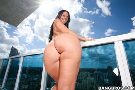 Booty pornstar Madison Rose posing on balcony