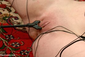 Justine Joli is the present at her own electrifying Electroslut lezdom BDSM Birt