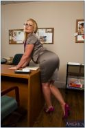 Flower Tucci curvy teacher with huge ass gets her anus stretched