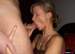 Amateur MILF home sex pics from Wife Bucket