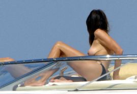 Cindy Crawford enjoying on yacht in topless and showing sexy ass