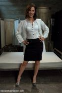 Bobbi Starr returns after a long hiatus from being submissive to get tied up and