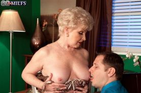 Sexy Office Granny Jewel Drilling Her Pussy With Stiff Rod