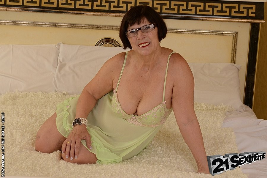 Margo bbw amateur milf slowly strips and spreads her hairy pussy #67603438