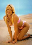 Blonde celebrity Gena Lee Nolin posing