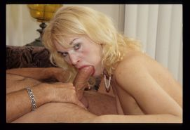 Blonde mature lady getting nailed her hairy pussy