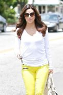 Eva Longoria has taken to set in tight yellow jeans and showing her big butt