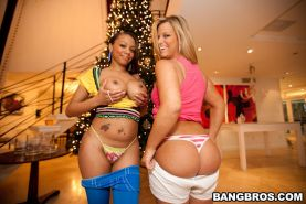 Two hot babes with nice big asses fucking hard sex and sucks
