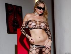 Alanah Rae shows her killer curves in sexy fishnet outfit and sunglasses