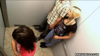 Voyeur in the elevator with amateurs fucking