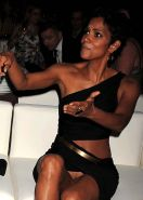 Halle Berry exposing her fucking sexy legs and shaved pussy paparazzi photos