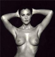 Perfect celebrity star Monica Bellucci shows her wonderfull body