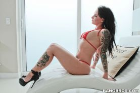 Christy Mack presenting her ass while fucking
