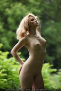 Pale skin erotic babe posing nude in nature